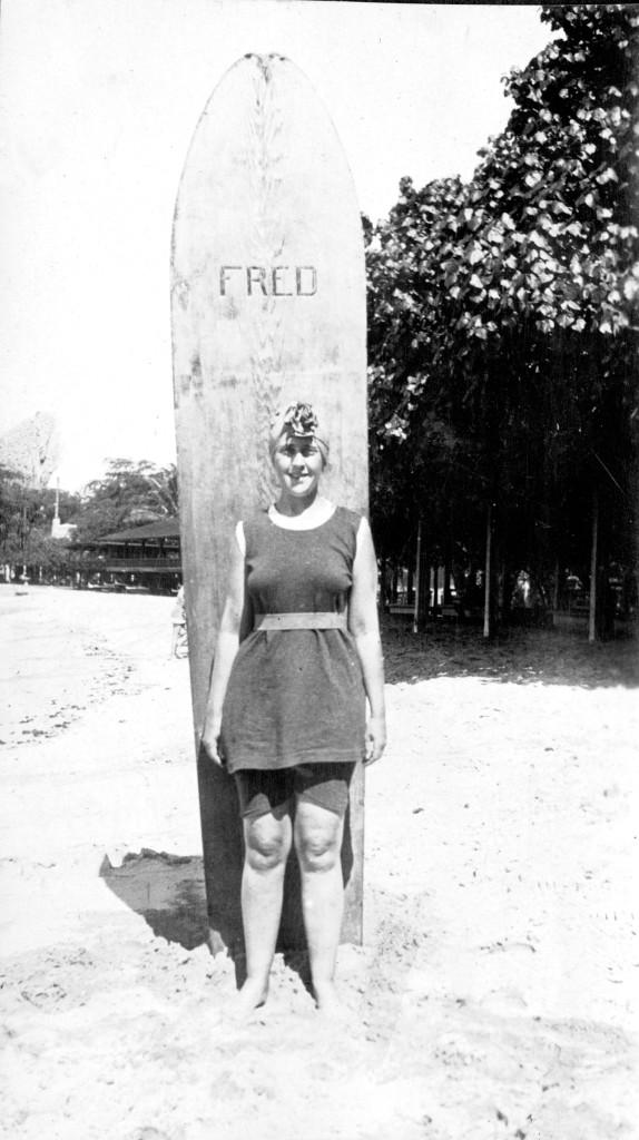 Agata Kristi i Fred, daska za surfovanje