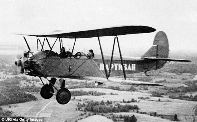 Noćne veštice, sovjetske pilotkinje koje su vršile noćne prepade na nemačke položaje.